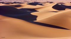 Líneas y curvas (KRAMEN) Tags: arena dunas sand sahara desert desierto marruecos maroc morocco