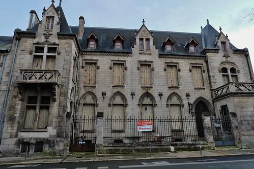 L' hotel Delmas, siege de la compagnie maritime Delmas Vieljeux jusqu'en 1971, puis bureau des Renseignements généraux et de la Police Judiciaire de La Rochelle. Vendu par l'etat en 2019 (40em selection explore flickr 29 mars 2019 #130)