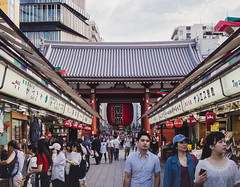 Kaminarimon Gate, Senso-Ji Shrine (Adam Hinett) Tags: microfourthirds mft 25mm streetphotography shrine japan asia olympus street travel sensoji kaminarimon asakusa tokyo