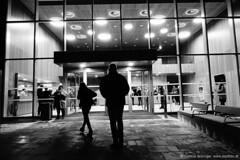 Eingang Stadtsaal Mattighofen (jazzfoto.at) Tags: sw bw schwarzweiss blackandwhite blackwhite noirblanc bianconero biancoenero blancoynegro zwartwit pretoebranco sonyrx100m3 rx100m3 rx100miii sonyrx100iii sonydscrx100iii dscrx100iii musiker musik music concerto concierto конце́рт