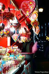 Продажа сладостей на ярмарке (tatianatorgonskaya) Tags: сербия новисад новыйгод новыйгодвсербии новыйгодвновомсаде балканы путешествие европа блог блогопутешествиях блогожизнизарубежом ярмарка новогодняяярмарка праздничнаяярмарка рождественскаяярмарка зимавсербии зимавновисаде праздники праздникивсербии srbija serbia balkans balkanstravel balkan europe novisad christmas воеводина vojvodina