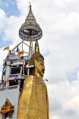 Wat Intharawihan: standing buddha at Bangkok (Manoo Mistry) Tags: bangkok thailand nikon nikond5500 tamron tamron18270mmzoomlens holiday buddhist buddha buddhism buddhisttemple buddhistshrine