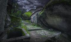 Roca sobre roca (Xálima Miriel) Tags: monsanto granito roca edadmedia portugalmonsanto aldea viejo turismo nikon