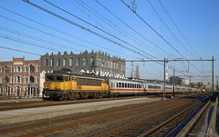 'Over enige ogenblikken naderen wij...' (Maurits van den Toorn) Tags: trein train locomotief intercity ic ns db amersfoort tracks sporen alstom