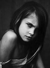 Linn (.Betina.) Tags: girl child childhood children betinalaplante beauty bb 2019 monochrome mood mono moody friday blackandwhite portrait portraiture dark eyes mouth