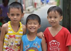 boys (the foreign photographer - ฝรั่งถ่) Tags: three boys children khlong bangkhen bangkok thailand nikon d3200