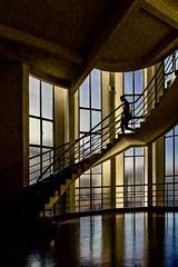 Lyon - Escalier de l'ancien garage Citroen (1930/32) (Gilles Daligand) Tags: lyon rhône garage citroen escalier contrejour architecture fenêtres verticales artdéco mjravazé jeanprouvé