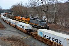 BP 6072 Eastbound at Wampum, PA (bobchesarek) Tags: bprr csx intermodal hoppers coaltrain railroad locomotive trains wampumpa emdsd403
