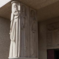 """Blois, Loir-et-Cher: pilier sculpté par Jean et Joël Martel, basilique Notre-Dame de la Trinité, 1932-39,  architecte Paul Rouvière. Classée dès 1996 au titre des monuments historiques, elle bénéficie en outre du Label """"Patrimoine du XXe siècle"""" (Marie-Hélène Cingal) Tags: france centrevaldeloire centre loiretcher 41 blois baznīca église kirik iglesia church chiesa bažnyčia kirche kostol eliza"""