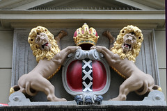Accijnshuis (Amsterdam) (Rick & Bart) Tags: amsterdam mokum holland thenetherlands city urban rickvink rickbart canon eos70d gablestone facade stone sculpture coatofarms