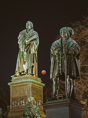 Lunar Eclipse January 2019 in Worms (Marc Braner) Tags: ifttt 500px street light city cityscape building exterior famous place monument moon lunar eclipse blood 2019 20190121 night sky full worms germany rhinelandpalatinate town square illuminated statue martin luther sculpture