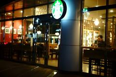 2237/1755 (june1777) Tags: snap street seoul night light bokeh sony a7ii carl zeiss ikon oberkochen sonnar 50mm f15 1000 clear cafe starbucks window