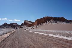The Amphitheater, the Valley of the Moon (Valle de la Luna), San Pedro de Atacama, the Atacama Desert, Chile. (ER's Eyes) Tags: valledelaluna valedalua thevalleyofthemoon highlands altiplano altiplanoschilenos tierrasaltaschilenas chileanhighlands volcano vulcão montanha mountain neve snow chile sanpedrodeatacama spa desertodoatacama atacama atacamadesert desiertodeatacama desert deserto desierto nortrek nortrekatacama carlosmellasepulveda emmanuel argentiniantravelguide tour passeio sharedtour passeiocompartilhado hostalsumajjallpa albergue hostal sernatur southamerica americadosul nature natureza landscape paisagem unesco northofchile theandes cordilheiradosandes salardeatacama alabaltitilocejar thesaladoriver emmanuelourfineargentiniantravelguide comunidadatacameñadesolor cordilleradesal saltmountainrange thelosflamencosnationalreserve formaçõesrochosas rockformations lunarsurface dunas dunes anfiteatro theamphitheater