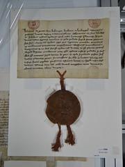 1293 - 'seal of Jan I, duke of Brabant and Limburg', Stadsarchief, Leuven, province of Flemish Brabant, Belgium (roelipilami (Roel Renmans)) Tags: 1293 john jan jean i brabant duke hertog duc herzog worringen woeringen 1288 document oorkonde stadsarchief leuven archives ville louvain belgië belgique belgium belgien cheval pferd paard horse knight ritter ridder chevalier battle great helm heaume topfhelm pothelm crest cimier helmteken zimier seal zegel sceau siegel sello juan brabante duque lovaina limbourg limburg hauberk cotte de mailles maliënkolder ailettes wyvern chimère chimera caparison caparacon banner shield housse баргустувон жан герцог брабанта city cavaliere armatura