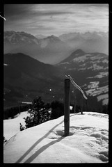 Stolpe med räcke (Nikon F3) (mmartinsson) Tags: view nikkor50mmf14 blackandwhite alps mountains 35mm film analoguephotography landscape negativescan trix nikonf3 iso400 400tx epsonperfectionv700 bw 2019 scan kodak wildschönau tyrolen österrike at