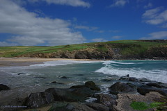 3KB04351a_C (Kernowfile) Tags: pentax cornwall cornish beach waves sand rocks cliffs spray water wave breakingwaves grass bushes people mulliongolfclub coastpath seaweed sky clouds