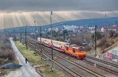 X-ray princess | 263.005 | Os 3021 | odb. Vinohrady (lofofor) Tags: electric princezná princess retro 263 005 škoda 263005 pushpull pupuš 951 os 3021 bratislava ba modrý most odbočka odb vinohrady rača sk sr svk slovensko slovakia locomotive rail trains railways rays sunrays sun lúče xrays hdr krasňany kamzík zssk