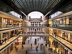 "An ""Mall of Berlin"" view of the Prussian Manor House (ANBerlin) Tags: decke celling ausergewöhnlich extraordinary innen indoor inside atrium fusgängerpassage pedestrianpassage dach roof glas glass perspektive perspective personen person leute peoples menschen humens abstrakt abstract struktur structure herrenhaus manorhouse bundesrat preusen prussia historisch historical modern brücke bridge rahmen frame linien lines symmetrie symmetry sehenswürdigkeit pointofinterest pov strasenfotografie streetphotography stadtleben stadtansichten citylife cityscape städtisch urban stadt city gebäude building architektur architecture shoppingcenter mallofberlin lp12 deutschland germany berlin mitte leipzigerplatz anb030 shotoniphone iphotography iphonography 8plus iphone8 iphone apple"