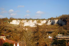 Riddlesdown Quarry (zawtowers) Tags: london loop section 5 five hamseygreentocoulsdonsouth walk amble stroll walking exploring outer suburbs green spaces sunday 24th march 2019 warm dry sunny afternoon blue skies sunshine riddlesdown quarry chalk cliff special scientific interest view bench new barn lane