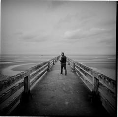 Normandie (lvw27) Tags: film analog lca 120 medium format bw black white travel france ilford hp5 plus