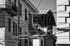Liguria La Spezia (michael_obst) Tags: building sony laspezia architecture mono bnw bw schwarz weiss noir blanc people electricity bus sonyfe70300mm
