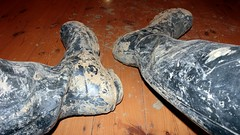 Cleaner required. Apply within. (essex_mud_explorer) Tags: dirty muddy hunter rubber wellington boots muddyboots muddywellies hunterboots hunterwellies hunterrainboots hunterwellingtonboots hunterwellingtons wellingtons wellies welly wellingtonboots gummistiefel gumboots rainboots rubberlaarzen bottes stivali caoutchouc navy madeinscotland