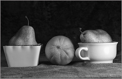 In and Out (scottnj) Tags: 365the2019edition 3652019 day19365 19jan19 fruit orange pear stilllife bw monochrome blackandwhite 365project produce