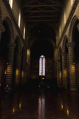 IMG_2030 (vin.ricciardelli) Tags: cattedrale orvieto statue