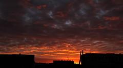 Lever de soleil à Malakoff - 14 (hervétherry) Tags: france iledefrance hautsdeseine malakoff canon eos 7d efs 18200 leverdesoleil lever soleil sunrise nuage cloud toit roof ville city town
