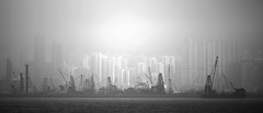 光 之 帝 國 (Wilson Au | 一期一会) Tags: hongkong 香港 霧 foggy mist eos5dmarkiii canon ef70200mmf40lisusm harbour buildings city sea monochrome blackandwhite light contrast 維多利亞港 victoriaharbour