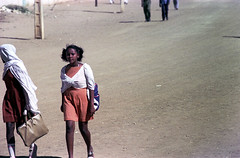 76-265 (ndpa / s. lundeen, archivist) Tags: nick dewolf color photograph by 1976 1970s film 35mm 76 reel76 early1976 africa northernafrica northeastafrica sudan thesudan african sudanese khartoum omdurman streetlife citylife candid streetphotography people street woman youngwoman women youngwomen girl girls hijab bag handbag khartoumstate photographbynickdewolf