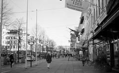 Avenyn (rotabaga) Tags: sverige sweden svartvitt göteborg gothenburg konica blackandwhite bw bwfp diy tmax100 kodak