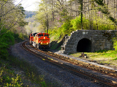 Whiteside, Tennessee (M R Stephens) Tags: appalachia chattanooga csx easttennessee historic locomotive mountain gap norfolksouthern bnsf railroad tennessee tunnel train