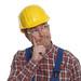 Grübelnder Bauarbeiter