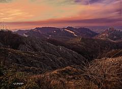 Rosso di sera.... (gabrielecabassi) Tags: colori tramonti montagne appennino calanchi castelli