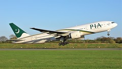AP-BHX (AnDyMHoLdEn) Tags: pakistaninternationalairlines pia 777 boeing777 egcc airport manchester manchesterairport 23l