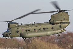 ZH900 - 1998 build Boeing-Vertol Chinook HC.5, departing down Runway 26 at Barton (egcc) Tags: barton boeingvertol chinook cityairport egcb hc5 helicopter lightroom m4479 manchester n2060h raf royalairforce tusker1 zh900