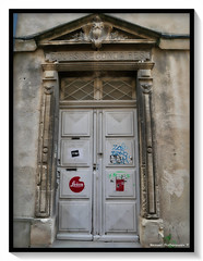 Porte (manolomun) Tags: architecture arles romain rhone provence france ole fresque