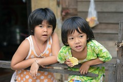 watching passersby (the foreign photographer - ฝรั่งถ่) Tags: two girls children watching eating khlong lard phrao portraits bangkhen bangkok nikon d3200