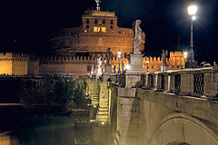 walking in the evening (GIASTE) Tags: castello arco fiume statua notturna