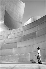 F_MG_0078-3-BW-Canon 6DII-Canon 16-35mm-May Lee 廖藹淳 (May-margy) Tags: maymargy bw 黑白 人像 現代建築 建築物 迪士尼音樂廳 洛杉磯 加州 美國 街拍 線條造型與光影 天馬行空鏡頭的異想世界 台灣攝影師 fmg00783bw portrait frankgehry architecture modern streetviewphotography linesformandlightandshadow mylensandmyimagination taiwanphotographer humaningeometry humanelement losangeles ca usa canon6dii canon1635mm maylee廖藹淳 幾何構圖 點人