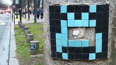 Space invader [Paris 14e] (biphop) Tags: europe france paris streetart space invader spaceinvader mur wall installation mosaic mosaique 75014 reactivation reactivated restored restauré réactivé pa317