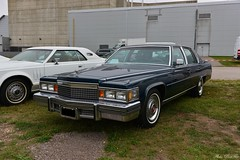 1979 Cadillac Fleetwood Brougham (pontfire) Tags: auto moto rétro rouen 2018 1979 cadillac fleetwood brougham 77 black noire cad caddy anciennes américaine american véhicule collection pontfire car cars autos automobili automobile automobiles voiture voitures coche coches carro carros wagen classic old antique ancienne vieille veteran vintage classique bil αυτοκίνητο 車 автомобиль oldtimer luxe luxury general motors corporation gm v8 luxueuse