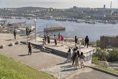 На смотровой площадке (vikkay) Tags: владивосток город смотровая туристы пейзаж бухта порт