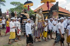 (kuuan) Tags: sonyrx100iii purapenataransasih pejeng odalan temple festival balinese ceremony procession ceremonialumbrella