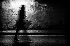 Lady of Avignon... (JM@MC) Tags: night shadow lady streetphotography blackandwhite noiretblanc