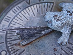 frog o'clock (quietpurplehaze07) Tags: ღღentreamigosღღproyecto365días timepieces macromondays daughter frog garden sundial time