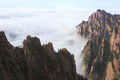 Huangshan Reload (Eye of Brice Retailleau) Tags: angle beauty composition landscape nature outdoor panorama paysage perspective scenery scenic view extérieur ciel sky backpacking earth mountain mountains travel vista light montagne skyscape above cloud clouds cloudy cloudscape nuages nuage asia asie asian china chine chinese huangshan yellow anhui montagnes cliff cliffs hiking hike