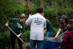 Alternative_Break_20190319_0217 (Sacramento State) Tags: sacramentostate sacstate californiastateuniversitysacramento universitycommunications hornets jessicavernone alternative break spring volunteer community engagement center solar house living building