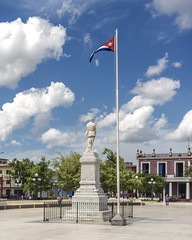 Statue of Calixto García stands in the middle of the park named in his honour, facing Museo Provincial de Historia to the north. (Gerald Lau) Tags: holguin cuba 2019 museoprovincialdehistoria calixtogarcia calixtogarcíapark statue flag